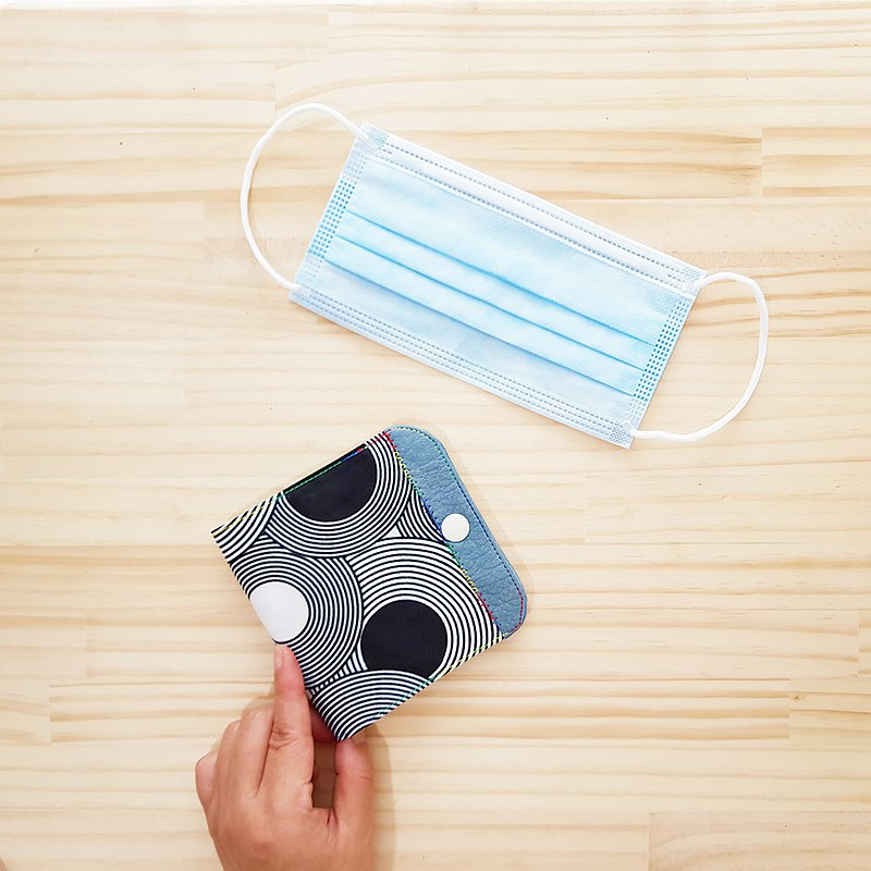 2面防水隔層口罩收納套 - 黑白迴圈  Waterproof Mask Case