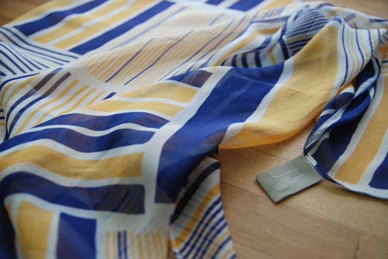 Reduce the length of silk scarf 150cmX70cm metal house blue / mustard
