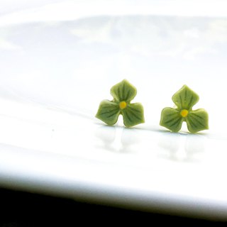 Ceramic earstuds - Pansy | FIFI CLAY
