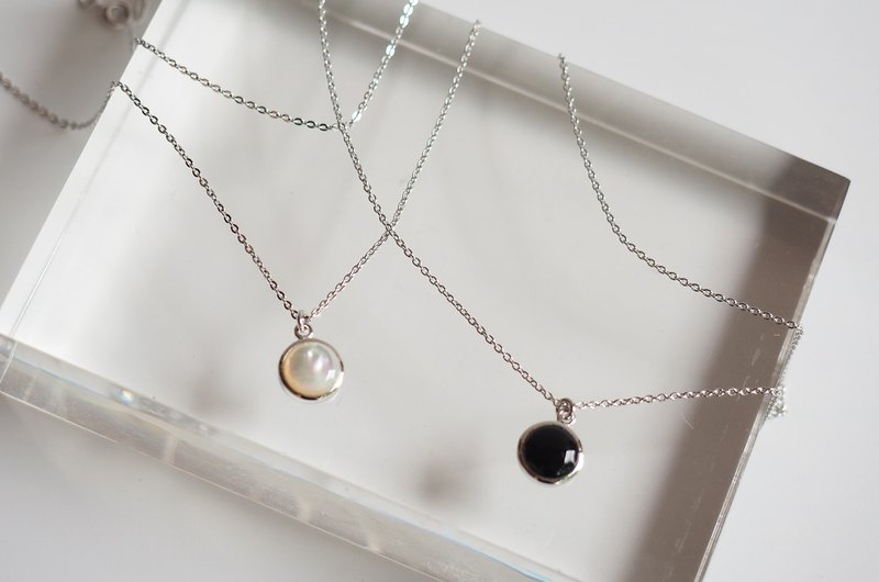 Inlay White Mother of Pearl Round Shape Necklace (Black Onyx selectable)