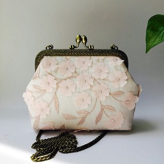 Lace literary mouth gold bag cheongsam bag Messenger bag embroidery flower iphone cell phone bag cell phone bag diagonal bag storage bag birthday gift (pink)