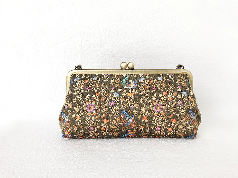 Flower-eating bird pattern clutch bag