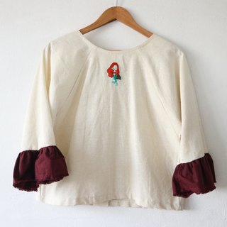 loose blouse with ruffle sleeve