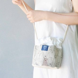 Side back bucket bag _ shallow khaki polar bear
