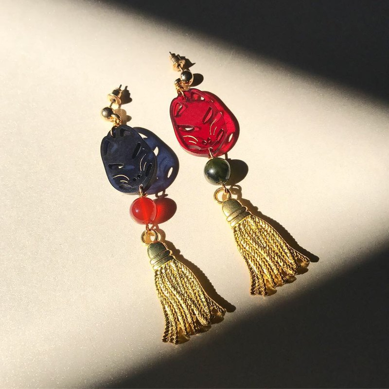 [Lost and find] natural stone Inari Shrine Fox Shadow Earrings