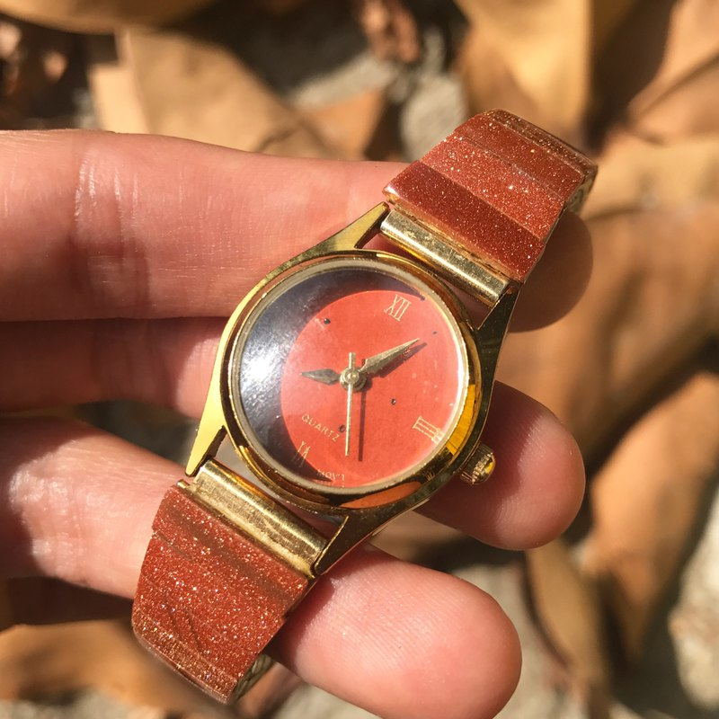 [Lost and find] antique section of the natural stone war onyx gold sandstone watch