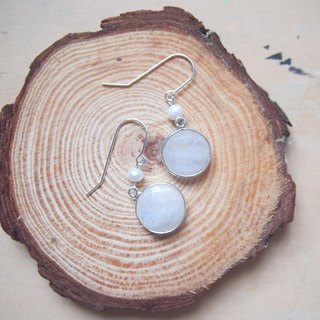 Free postage : Dangle Moonstone with Pearl Earrings | Able to change into clip on