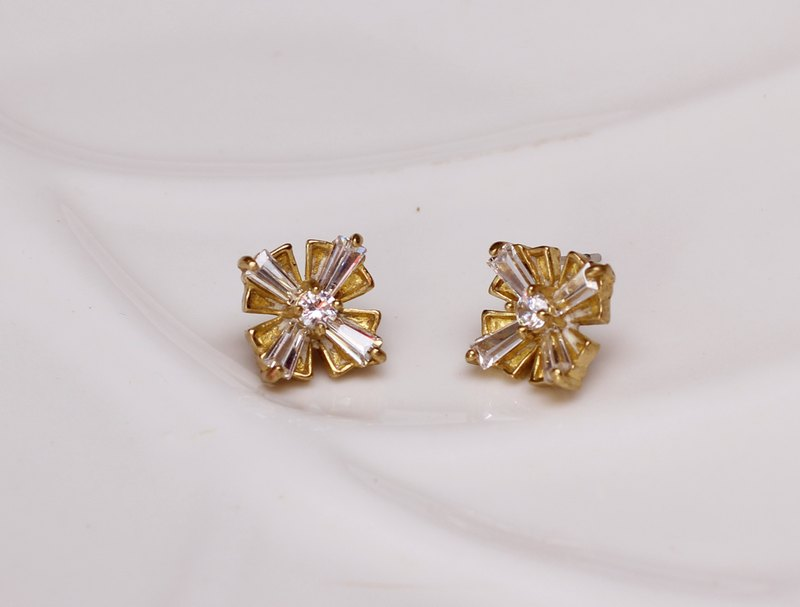 Classical brass snowflake earrings zircon