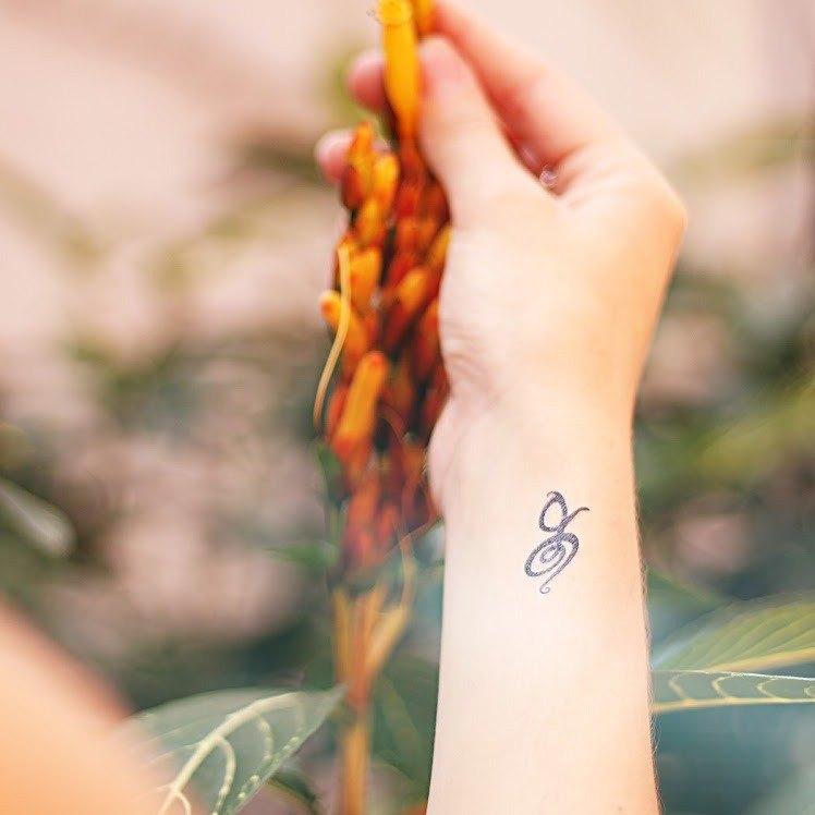 手腕位置哈庫納馬塔塔 Hakuna Matata刺青圖案紋身貼紙 (2枚)