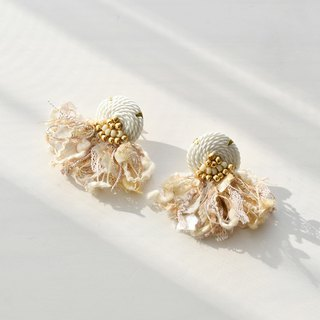 String tassel earrings /White