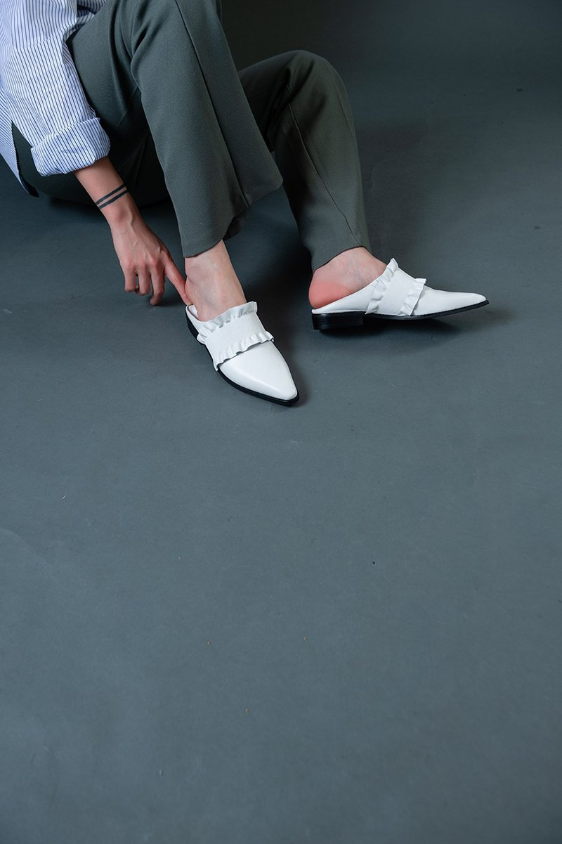 Three-dimensional piping square slippers shoes white