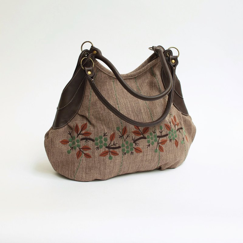 Wild Strawberry Embroidery / Granny Bag