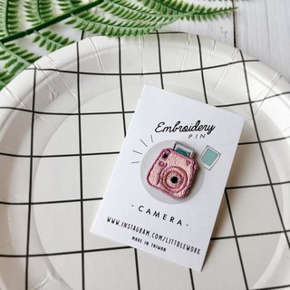 Littdlework Small embroidered badge - Polaroid camera