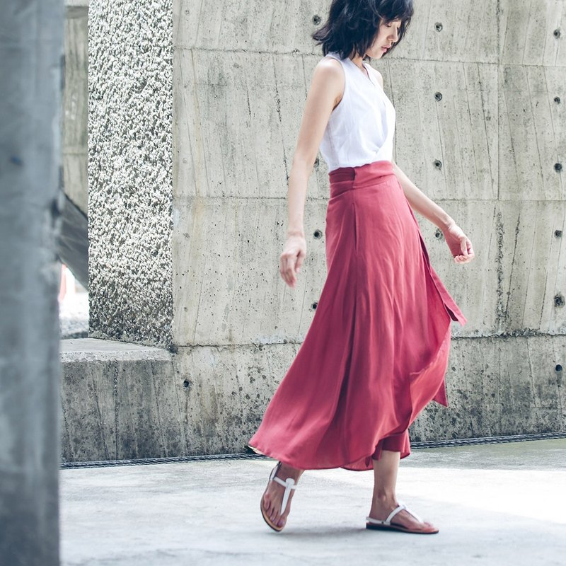 One skirt - brick red