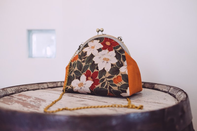 [Pick up the flower] mouth gold bag / side backpack / clutch bag / storage bag
