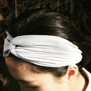 Cool gray fog | Chiffon. Hand elastic hair band