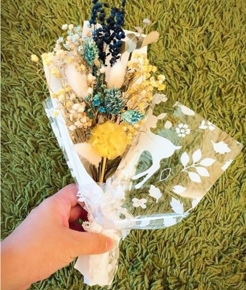 All kinds of small, mini dry bouquets