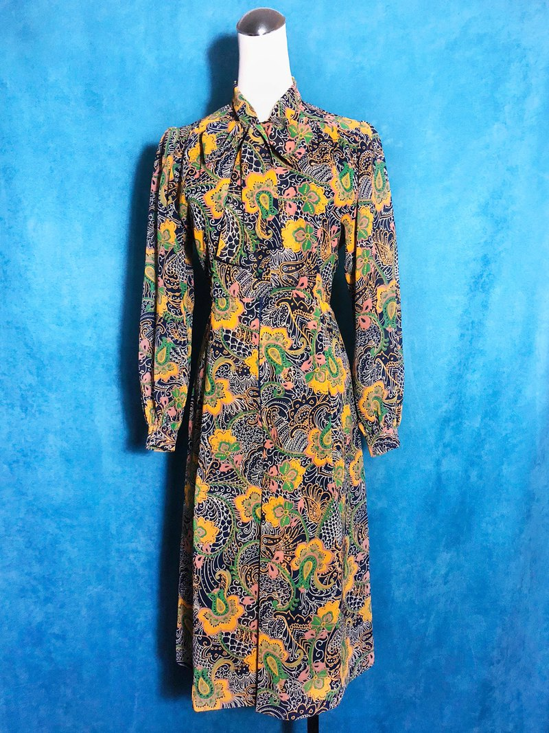 European totem bow tie long sleeve vintage dress / abroad brought back VINTAGE