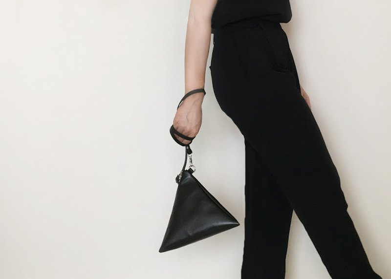 TRIANGLE 4 way Bag black