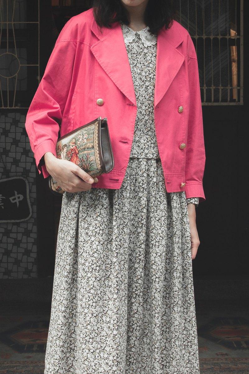 Burberrys 粉色短板金釦風衣外套