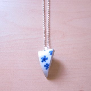 Glass fragments Necklace - arrow // 2nd use ornaments / ceramic ornaments / fragmentation marks / blue and white ceramic necklace
