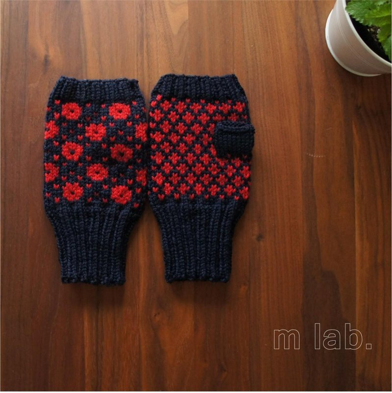 Nordic tradition pattern of hand warmer (Ai × Red)