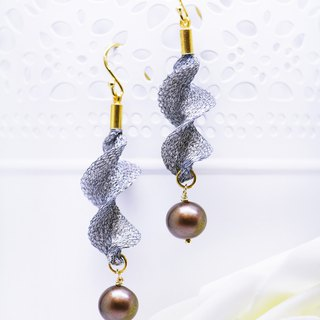 Edith & Jaz • Freshwater Pearl Twist Earrings – Silver Blue Color