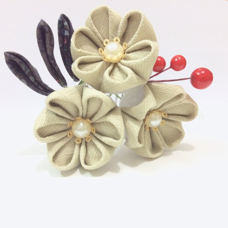 Kanzashi green fabric ribbon flower comb hair accessories (つまみ細工)