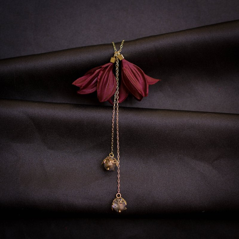 Medea | Burgundy Floral Dropping Necklace with Brass-colored Beads