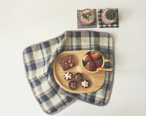 Wooden Food Tray + Linen Placemat (Beige) Gift