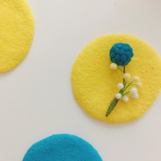 Wool felt - fluffy flower pins