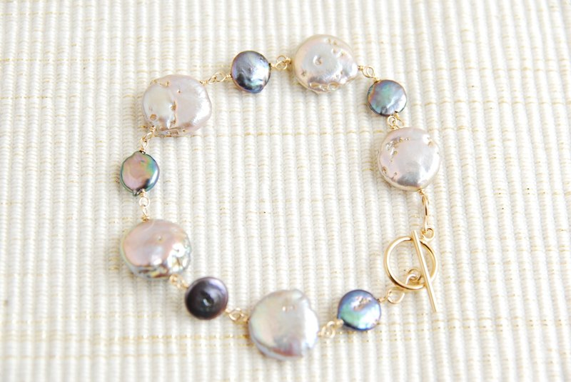 Two kinds of coin pearl bracelets Mauve x Navy 14kgf