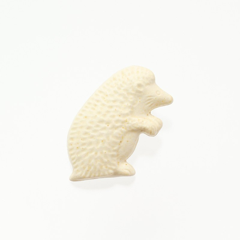 ceramics brooch hedgehog brown