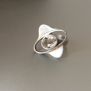 Oval white quartz ring