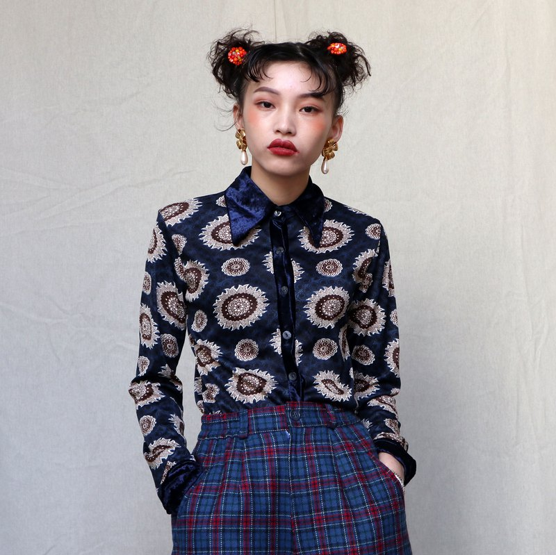 Pumpkin Vintage. Ancient suede collar printed elastic shirt
