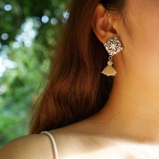 甄 girl original handmade elegant embroidered diamond embroidered snowflake brown tassel earrings
