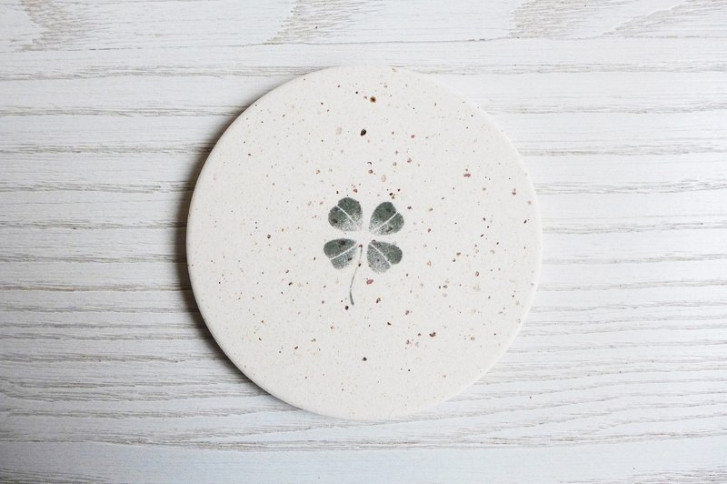 Japan [surprised] Li Feng Tang instant dry coaster - Clover (green) Gui diatomaceous earth Diatomaceous earth instantly drops water droplets inhibit bacterial gift