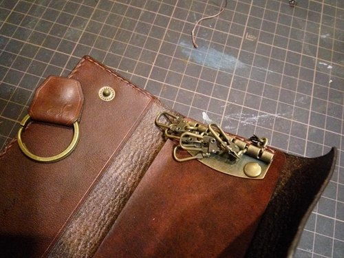 Buttoned key bag (with a dark button at any time to take the locomotive key)