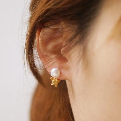 Pearl and cat earrings / Gold one ear