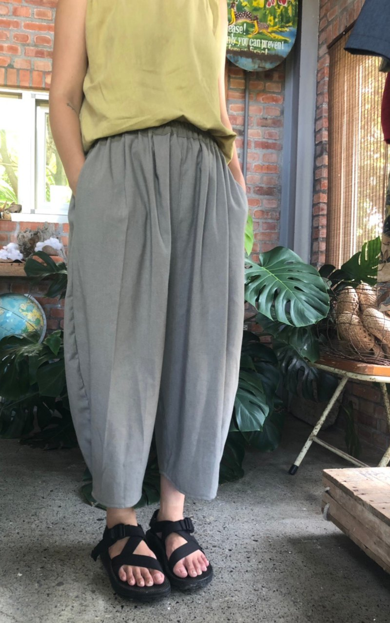 Japanese hand-made clothing loose cotton pants pocket bubble gray shale