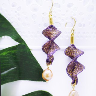 Edith & Jaz • Freshwater Pearl Twist Earrings – Purple Gold Color