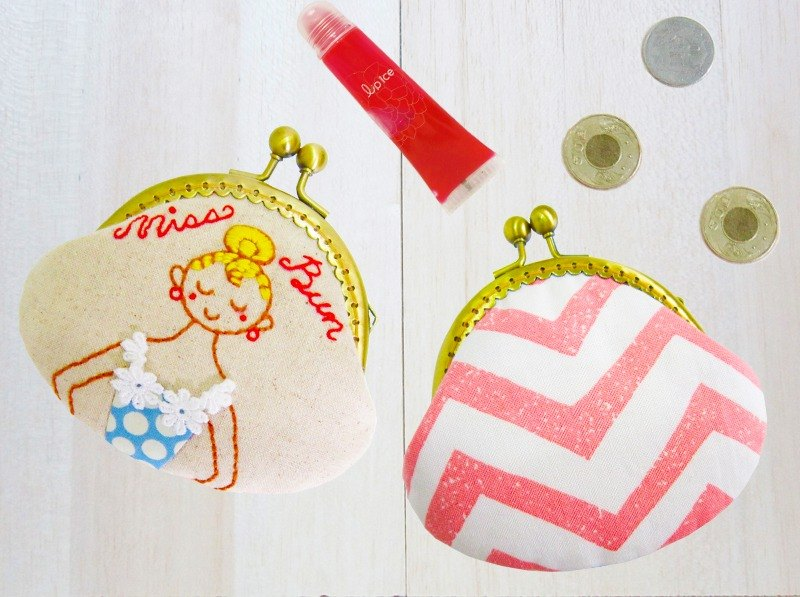 Bag head Miss hand-painted hand-embroidered water-repellent double-sided gold bag Hand drawn clasp purse