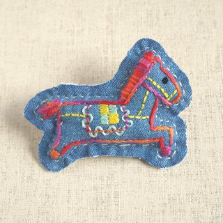 "the oriental zodiac brooch with hand embroidery ""horse"" [order-receiving production]"
