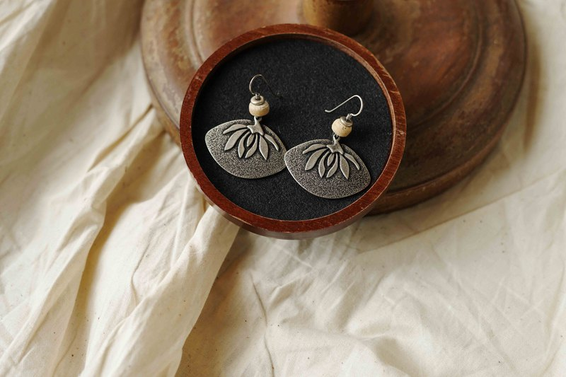 Nordic Grocery - Laural Burch Water Lily Antique Alloy Antique Earrings - WATER LILY FAN