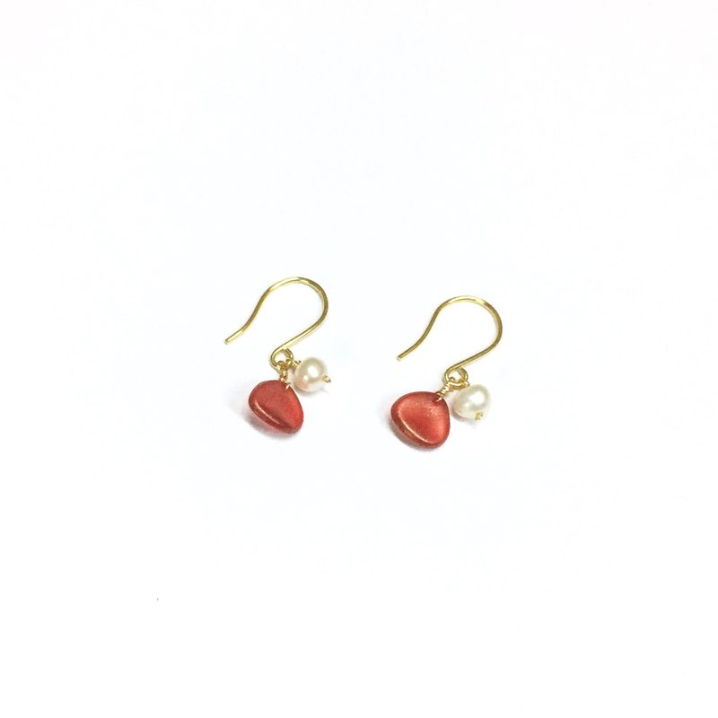 【Zoran】 flashy world. Rose red. Natural pearl & rose petals. Imported 18k gold ear hooks. Earrings / painless ear clip.
