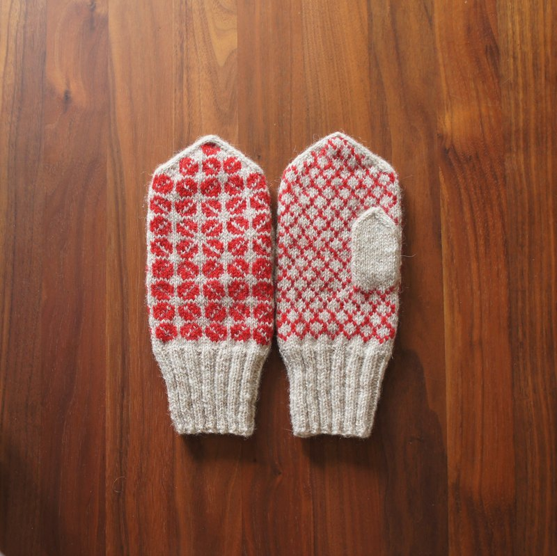 Latvian traditional pattern mitten beige × red