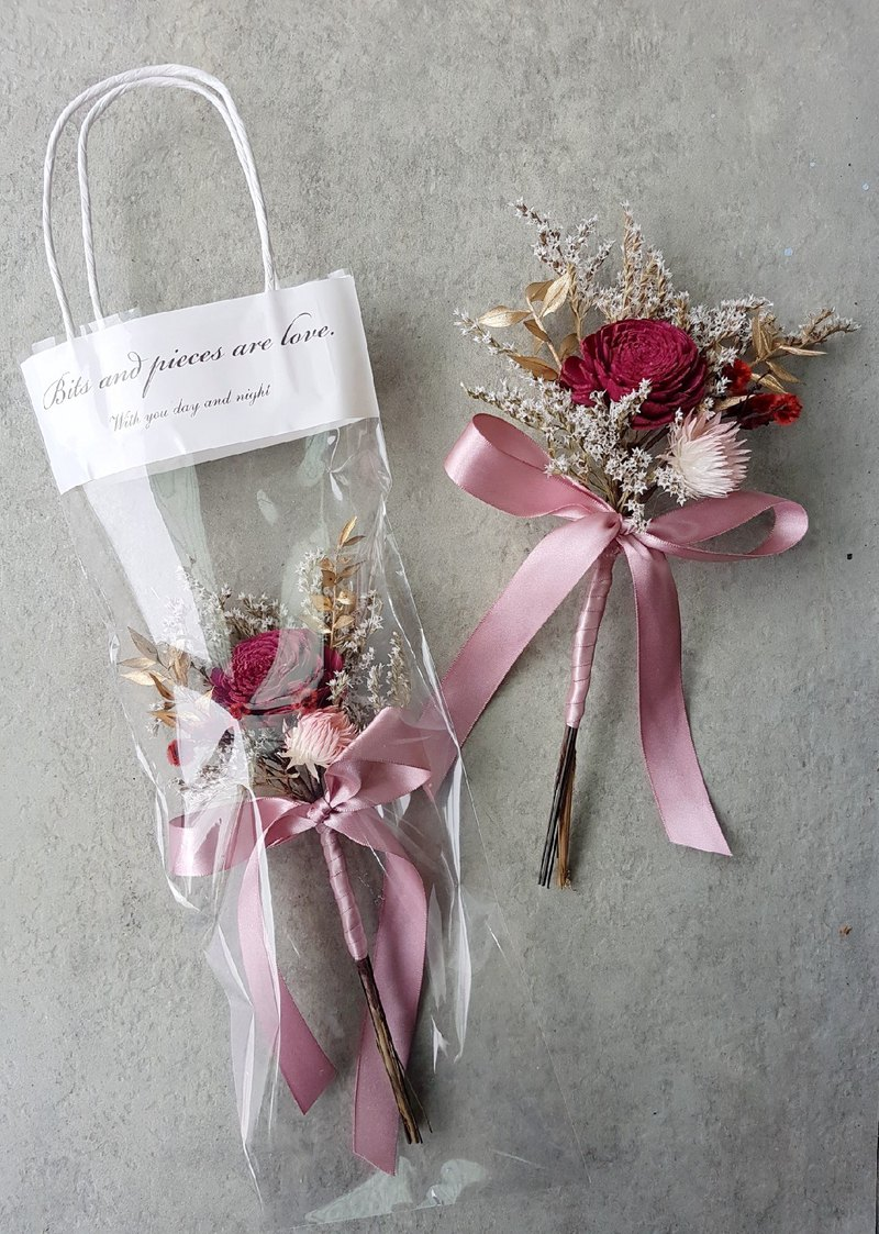 Haizang Design │ Collection of Red Rose. A single bouquet of dried roses. With special flower bag / wedding small things