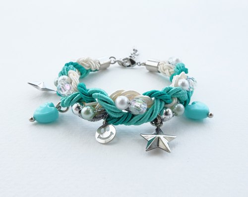 Smiley charms braided bracelet in green color