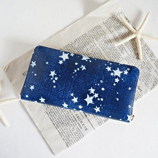 Blue round zipper wallet with denim and star