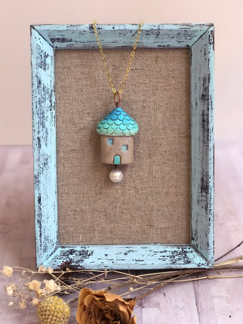 Blue hut clay necklace